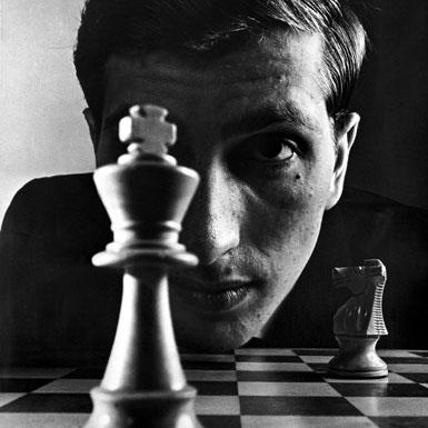 La concentración yla incansable combatividad de Fischer convertían cada partida en un mal trago para sus rivales.