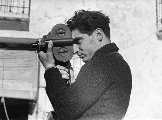 PICTURE POST 1938: «Robert Capa, el mejor fotógrafo del mundo». Fotografía de Gerda Taro.