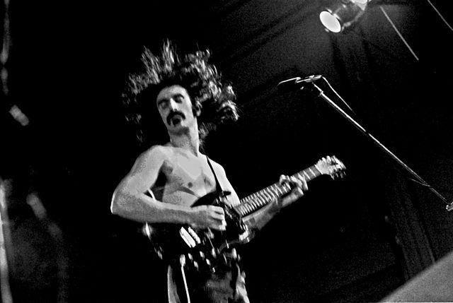 Frank Zappa & The Mothers Of Invention, diciembre de 1971. Foto: Heinrich Klaffs (CC)