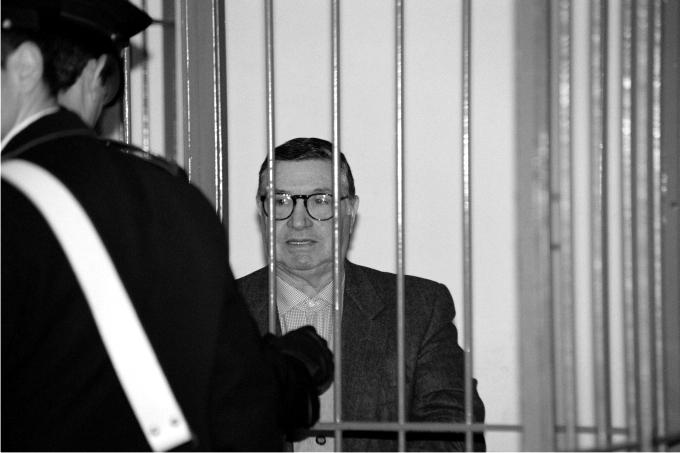 Totò Riina durante su juicio en 1993. Foto: Pier Silvio Ongaro / Sygma / Corbis.