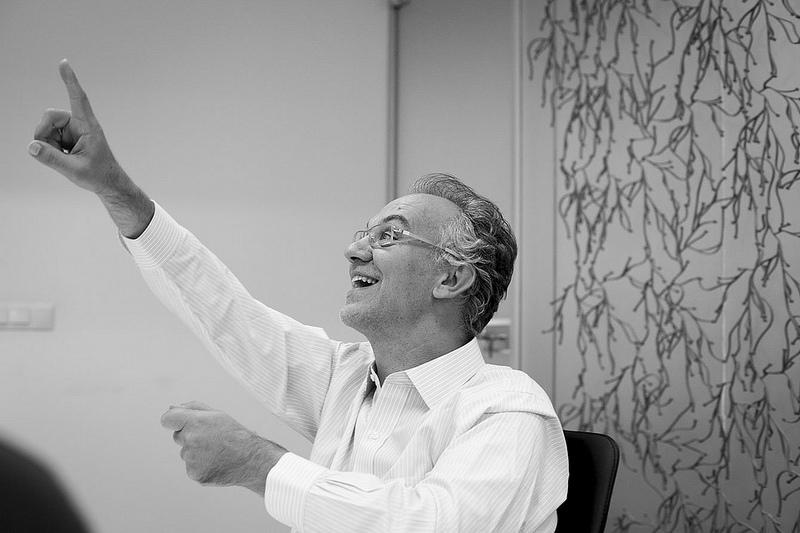 Julio Alonso: «Se producen transferencias de renta hacia lobbies que consiguen que el Gobierno legisle en su favor»