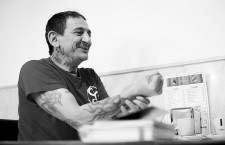 Evaristo Páramos: «Los punks éramos un montón de gusanos en un cadáver»