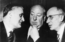 Pierre Boileau y Thomas Narcejac con alfred Hitchcock. Foto: Corbis.