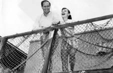 Audrey Hepburn y Mel Ferrer en un descanso del rodaje de Una cara con ángel. Fotografía: Cordon Press