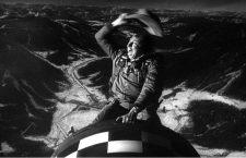 Fotograma de la película ¿Teléfono rojo? Volamos hacia Moscú. Imagen: Columbia.