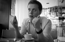 Owen Jones: «Lo que ha ocurrido en Gran Bretaña es un aviso para Europa»