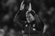 "Football Soccer Britain - Burnley v AFC Bournemouth - Premier League - Turf Moor - 10/12/16 Bournemouth manager Eddie Howe applauds fans after the game  Reuters / Phil Noble Livepic EDITORIAL USE ONLY. No use with unauthorized audio, video, data, fixture lists, club/league logos or ""live"" services. Online in-match use limited to 45 images, no video emulation. No use in betting, games or single club/league/player publications. Please contact your account representative for further details.CODE: X01095"