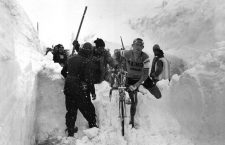 The Italian cyclist Ado Moser carrying his bicycle over a pile of snow during the 20th stage of the Giro d'Italia Madesimo-Stelvio. Stelvio, 3rd June 1965 (Photo by Giorgio Lotti/Mondadori Portfolio via Getty Images)