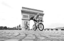 Team Sky's Chris Froome cycles past the Arc De Triomphe during the final stage of the Tour De France