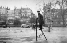 26th April 1936:  An orator waiting for a crowd to gather at Speaker's Corner in London's Hyde Park.  (Photo by Fox Photos/Getty Images)