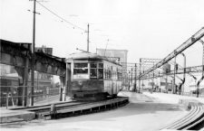 El tranvía 5060 sobre el Puente de Brooklyn en 1945. Foto: New York Transit Museum (DP).