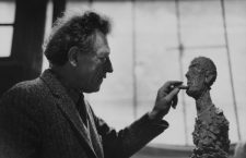 Alberto Giacometti (1901-1966), Swiss sculptor and painter, in his studio. Paris (XIVth arrondissement), 46 rue Hippolyte-Maindron, 1961.