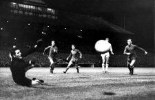 Disparo de Tommy Gemmell durante el Celtic-Dinamo de Kiev en la Copa de Europa de 1967. Foto Cordon.
