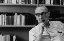 Luis Alberto de Cuenca: «Es una pena que haya gente que mezcle el compromiso social con lo políticamente correcto»