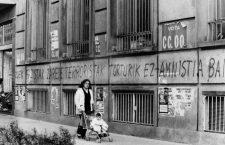 Pays Basque Espagnol Affiches et graffitis de l' ETA a San Sebastian le 4 fevrier 1981   ---  Posters and graffitis of the E.T.A. in San Sebastian in the basque country 02/04/1981 Neg B23951Pl *** Local Caption *** Posters and graffitis of the E.T.A. in San Sebastian in the basque country 02/04/1981 Neg B23951Pl