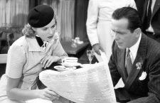 CASABLANCA, (from left): Ingrid Bergman, Humphrey Bogart, 1942.  1940s movies 1942 movies Beret Bergman,ingrid Bogart,humphrey Cafe Colorized Films by Michael Curtiz Jb-color Movies Newspaper Outdoor cafe Paris Waiter Wartime