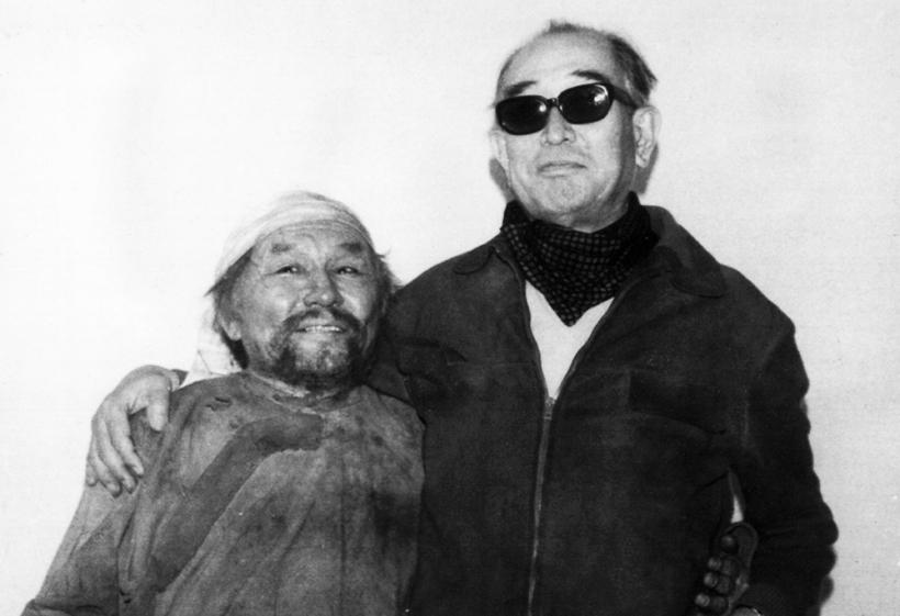 Akira Kurosawa durante el rodaje de Dersu Uzala.