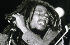 Bob Marley en concert de reggae au Roxy, Los Angeles le 26 mai 1976  --- Bob Marley on stage at Roxy Los Angeles may 26, 1976 *** Local Caption *** Bob Marley on stage at Roxy Los Angeles may 26, 1976