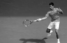 (150120) -- MELBOURNE, Jan. 20, 2015 () -- Novak Djokovic of Serbia returns the ball during the first round match of men's singles against Aljaz Bedene of Slovenia at the 2015 Australian Open tennis tournament in Melbourne, Australia, Jan. 20, 2015. Novak Djokovic won 3-0. (/Xu Yanyan)