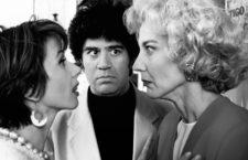 Victoria Abril, Pedro Almodóvar y Marisa Paredes durante el rodaje de Tacones lejanos, 1991. Fotografía: El Deseo.