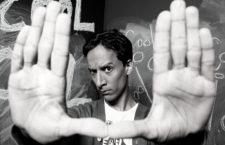 Y Danny Pudi también es Abed Nadir en Community. Imagen: NBC.