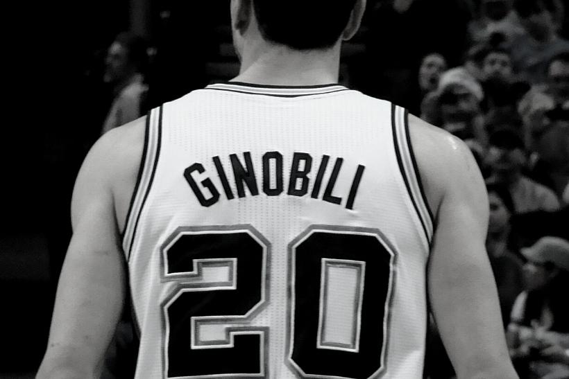 se muestra el dorsal con número 20 utilizado por Ginobili